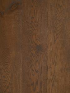 Donkere robuuste houten vloer geschikt voor vloerverwarming.