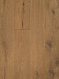 Deze houten vloer bevat open noesten en scheuren.