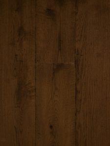 Verouderde bruine houten vloer geschikt voor vloerverwarming.