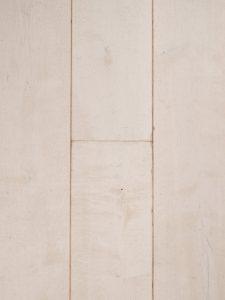 Wit geverfde houten vloer met een verouderd karakter