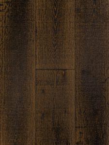 Deze bezaagde eiken houten vloer is 2x machinaal zwart geolied