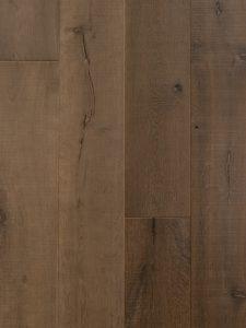 Deze oude planken vloer is met een grijs kleur geolied