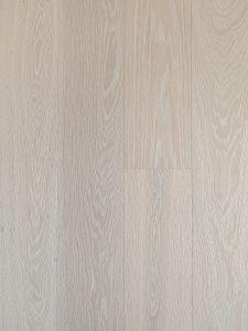 Scandinavische houten vloer van hoge kwaliteit en geschikt voor vloerverwarming
