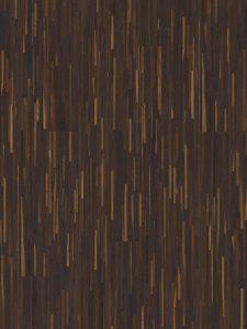 Donkere hoogkant vloer met een sterke en slijtvaste beschermlaag.