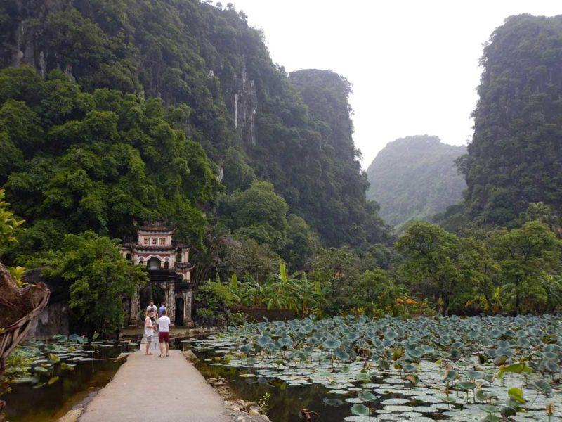 Vietnam agosto: Pagoda Bich Dong, provincia di Ninh Binh, Vietnam
