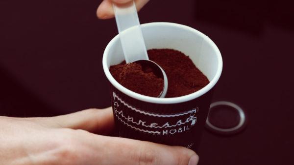 2. Kaffeekapsel mit frischem Espressomobil Kaffee befüllen