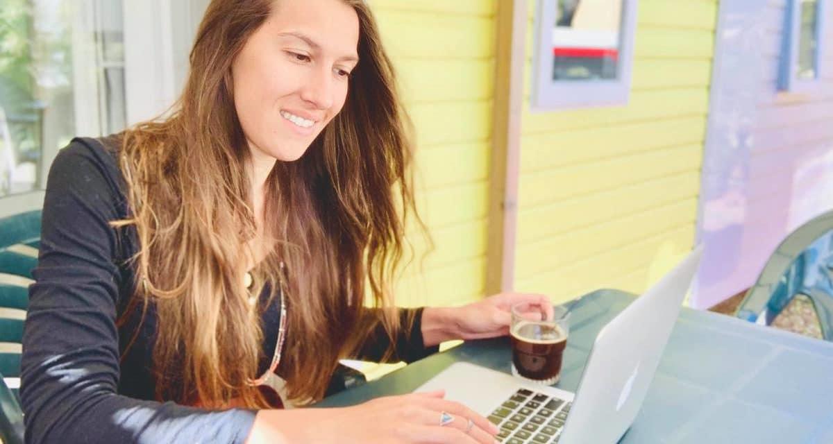 Devenir rédactrice web pour voyager en famille – L'interview de Cécile