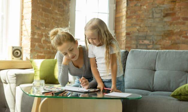 7 conseils pratiques pour organiser l'école à la maison (sans te mettre la pression)