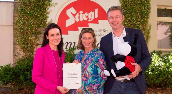 Stiegl-Mitarbeiter spenden für Kinderkrebsforschung