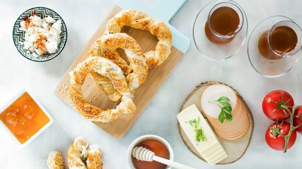 Milföyden peynirli simit