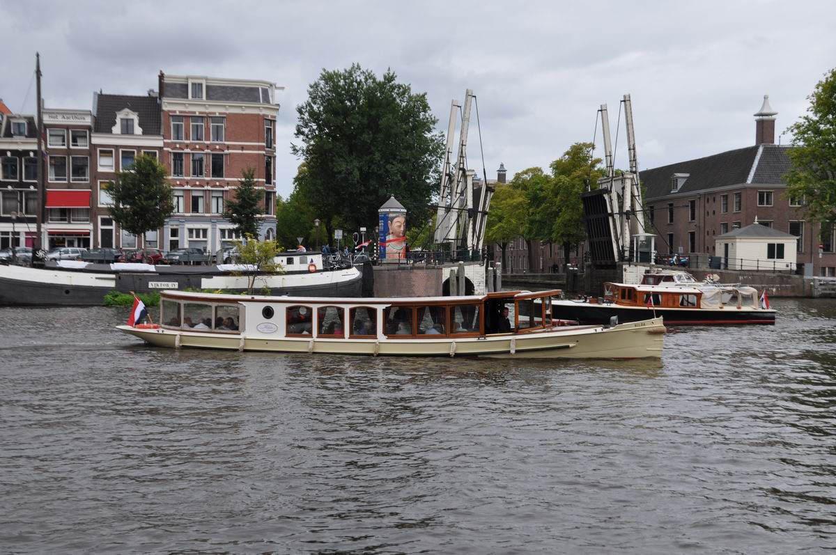 De gemeente Amsterdam doet onderzoek naar elektrisch varen.