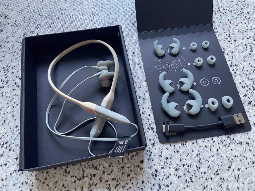Adidas RPD-01 Kopfhörer und die verschiedenen Aufsätze im Karton