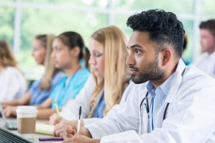 Cannabis im Studium: Sollten Studenten mehr über Medizinalhanf lernen?