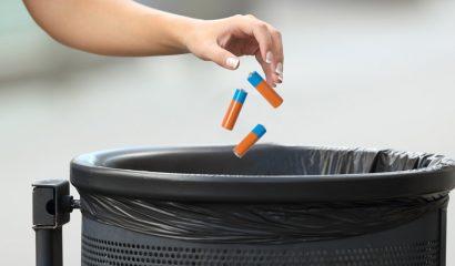 Waarom je batterijen niet in de prullenbak gooit