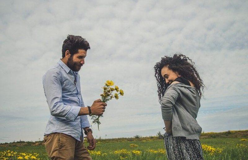 איך גברים מראים אהבה?