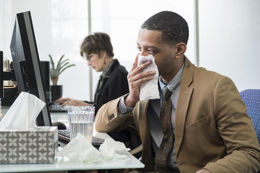 Venir au bureau même malade : une situation de plus en plus fréquente !