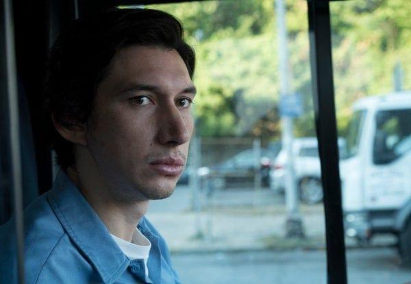 Adam Driver au volant du bus dans Paterson