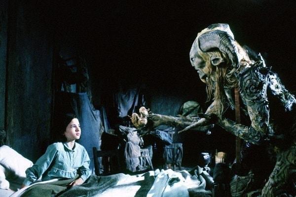 Un monstre visite la petite fille dans Le labyrinthe de pan film del toro