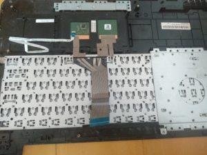 Wymiana klawiatury w laptopie Asus F555