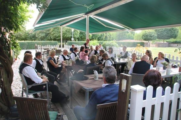 Treffen vor der Schlosswache