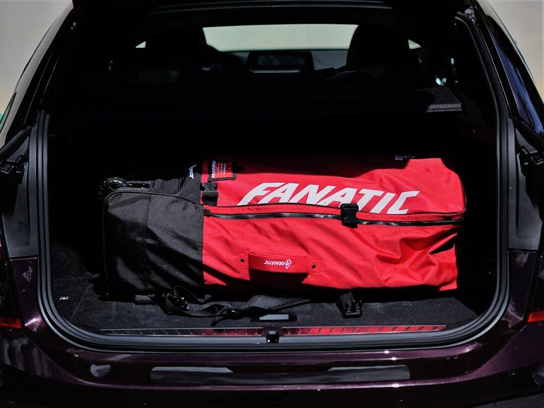 Fanatic SUP Rucksack im Kofferraum