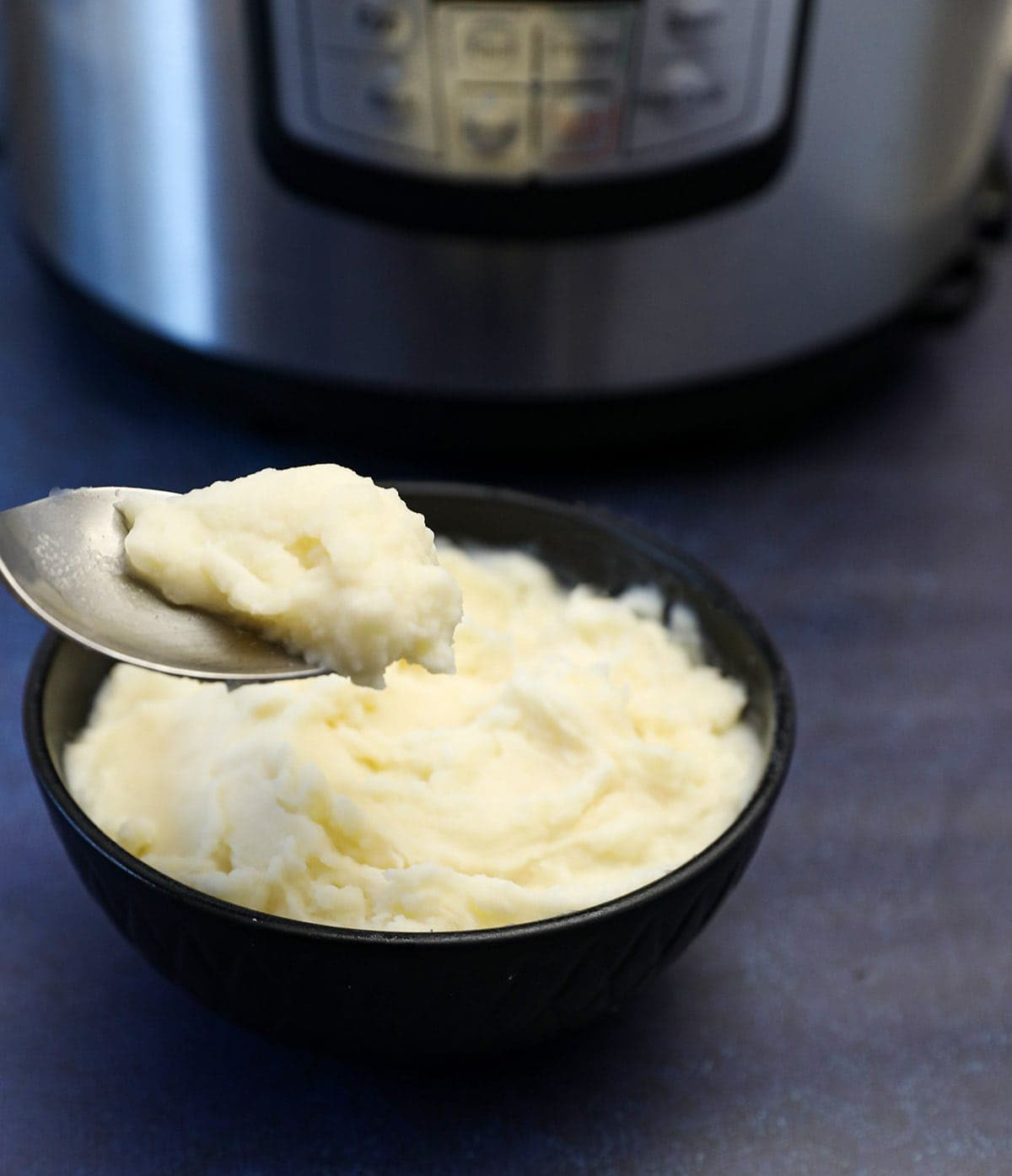 mashed potatoes in a black bowl