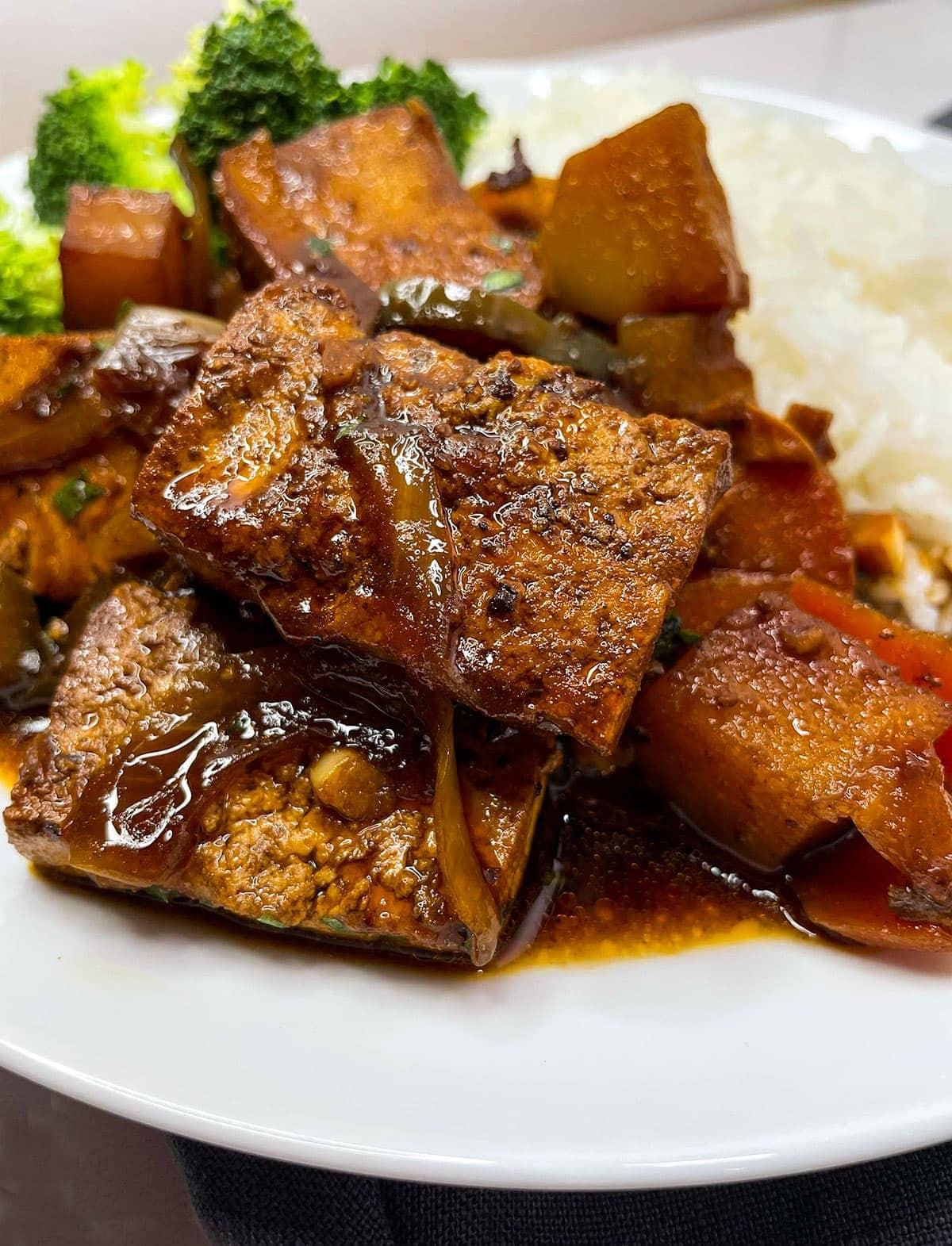 vegan brown stew chicken close up