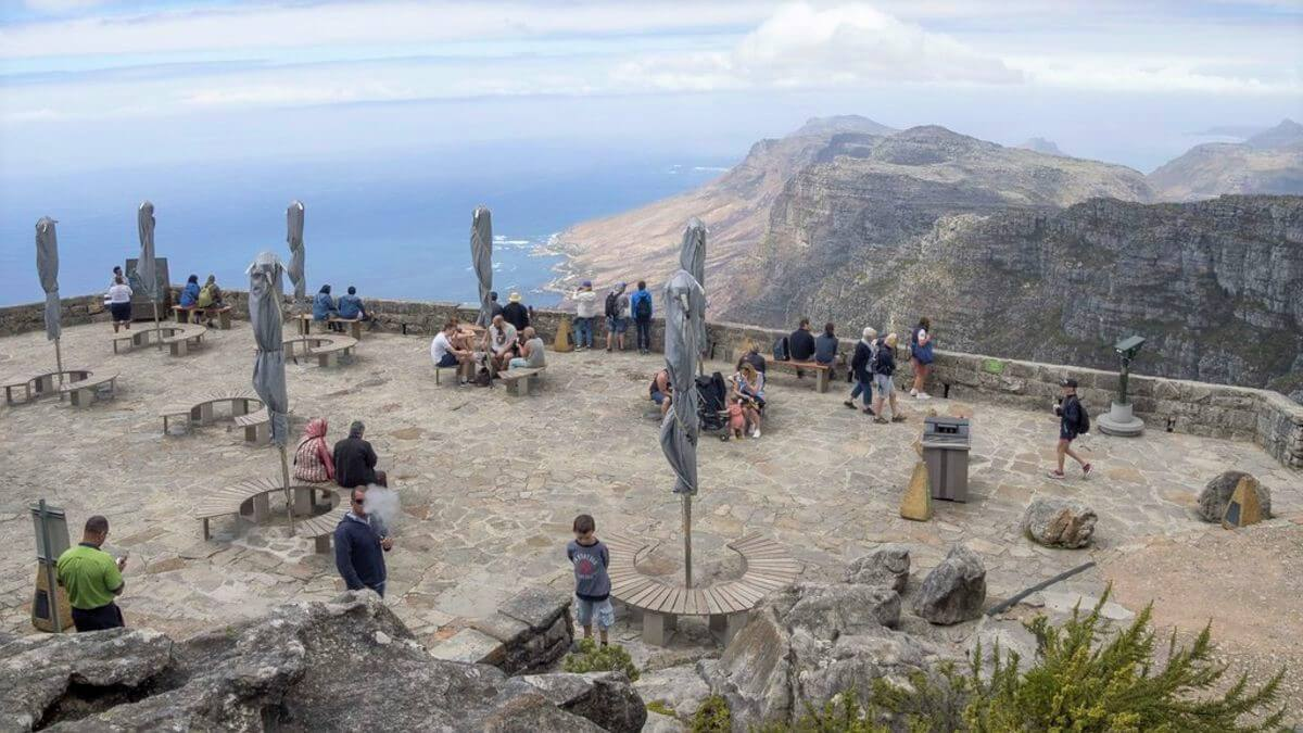 tourist-attraction-goes-viral-table-mountain