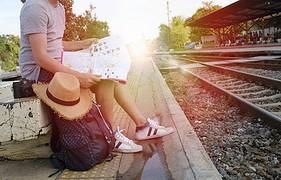 menghemat uang saat liburan, traveling dengan kereta api, packing holiday, liburan, perlengkapan, bawaan barang