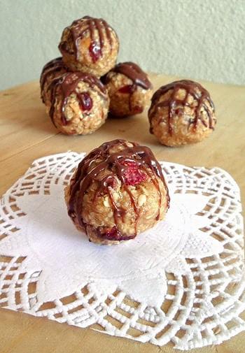 Oatmeal PB Berry Bites
