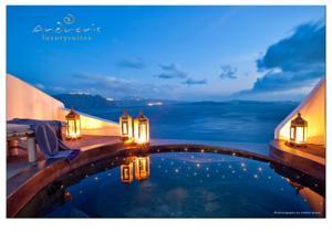Santorini_luxury_hotel