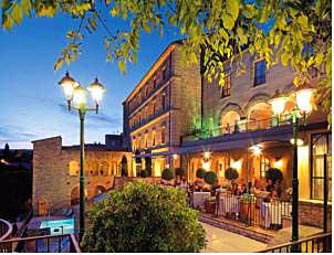 Luxury hotel in Gordes, Provence