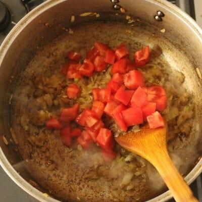 コリアンダーチキンカレートマト追加