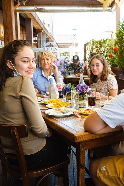 clientes cafe 2001 sonriendo geandce