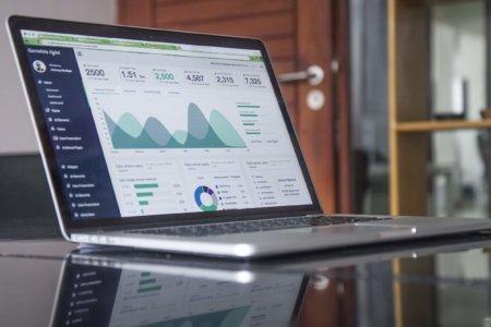 laptop-website-analytics