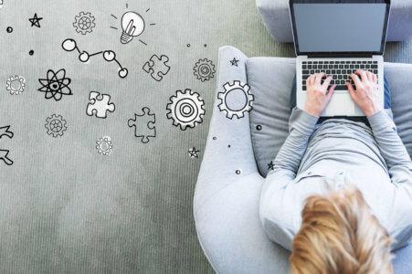 digital marketing laptop image