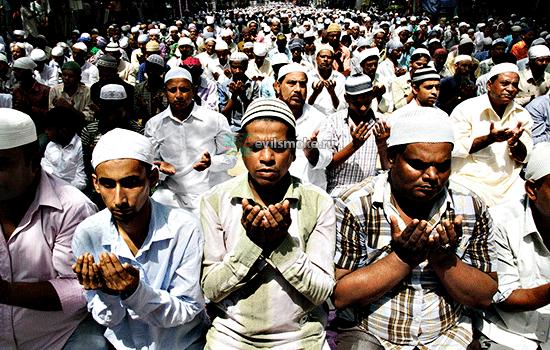 Фото - Мусульмане молятся