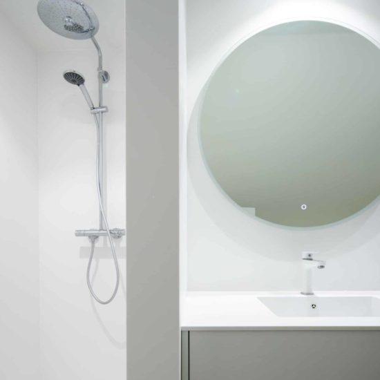 habillage mural – plan vasque -receveur – corian Glacier White – BF PRO