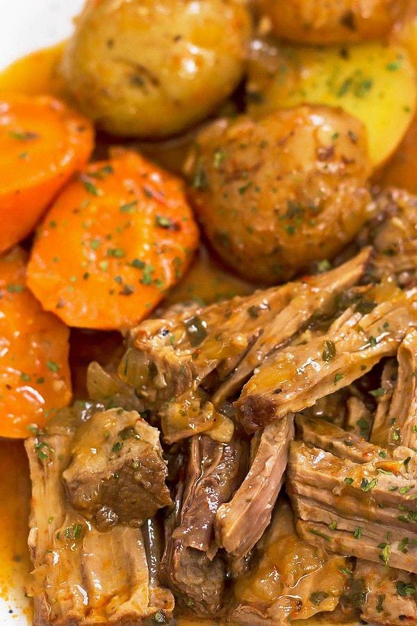Tender slow cooker chuck roast beef