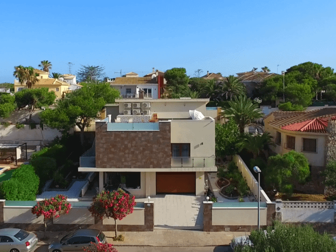 Villa en La Zenia a 50 metros de la playa