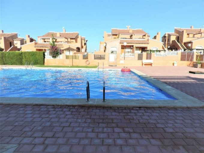 Bungalow en Torrevieja de 2 dormitorios con piscina