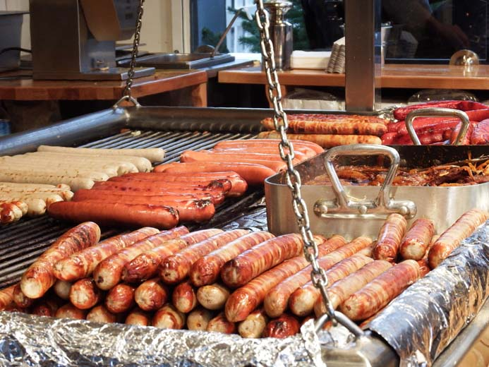 Cologne Christmas Markets guide what to eat bratwurst