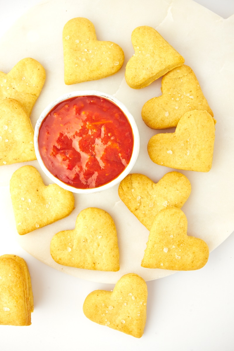 crackers on board around dipping sauce