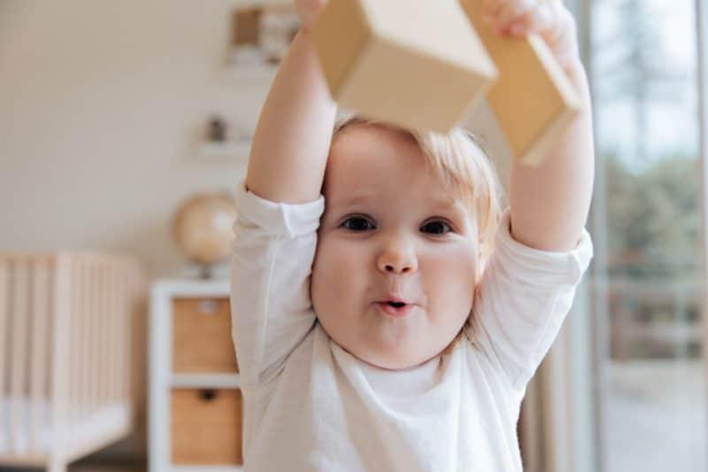 Jeux et activités Montessori pour un bébé de 6 mois à 1 an
