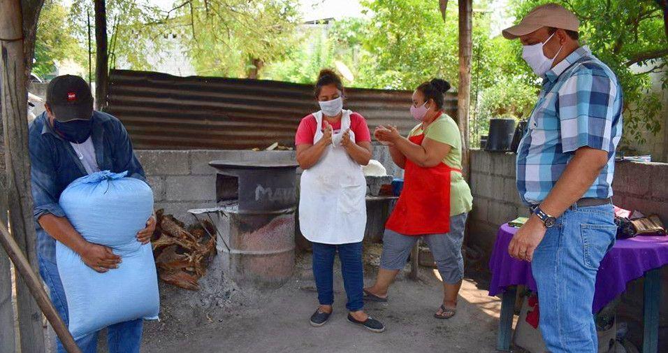 Entrega de maíz en Cabañas