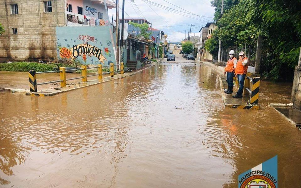 Calle inundada en Estanzuela