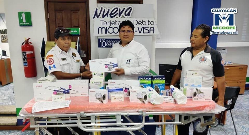 Cooperativa Guayacán dona material