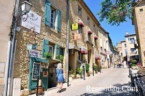 Chateauneuf du Pape; One of the best wine villages in France