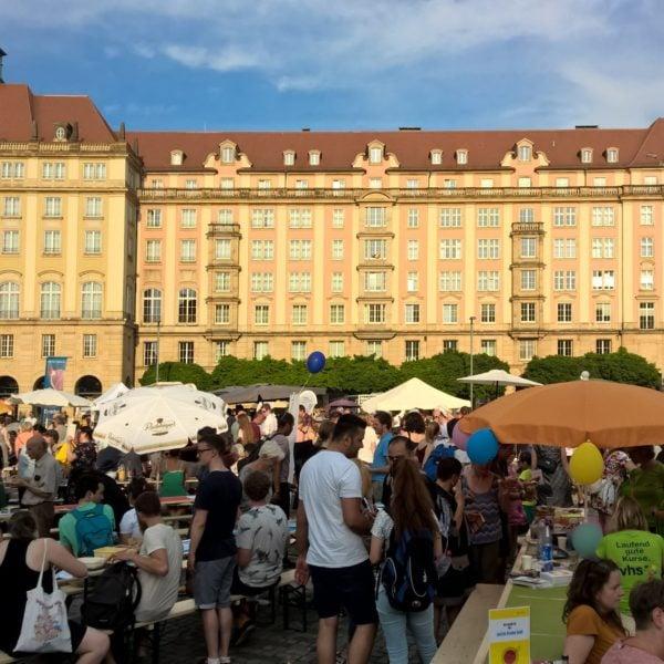 """Familie und Beruf online at """"Dresden isst bunt"""" at the Altmarkt"""