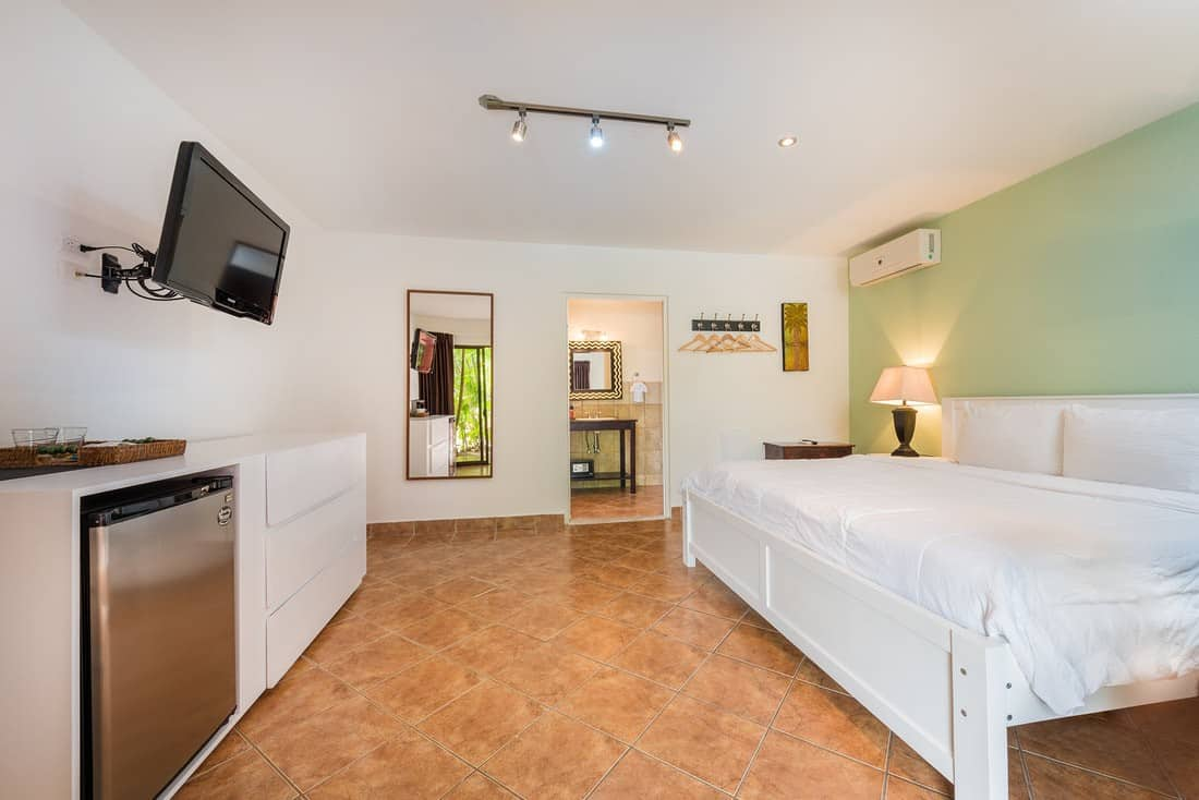 deluxe room king size bed playa grande